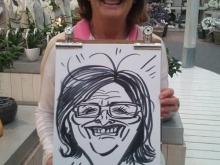 Portret van vrouw gemaakt door karikatuurtekenaar